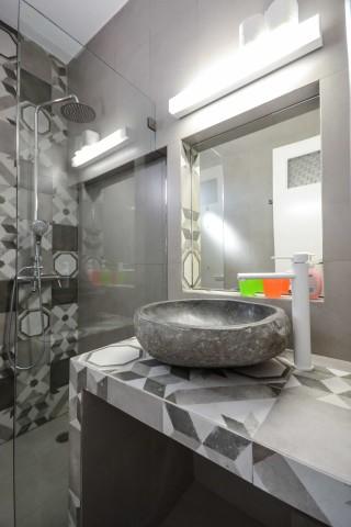 halara ydreos naxos bathroom