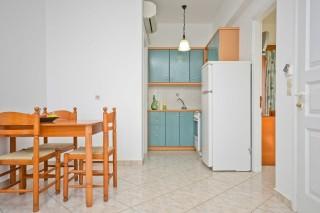 zefyros apartment ydreos kitchenette
